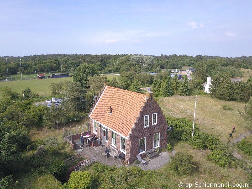 Steenenhuis.